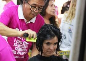 Lançamento da Campanha Corte e Compartilhe - Outubro Rosa na Estação Central do Metrô-DF